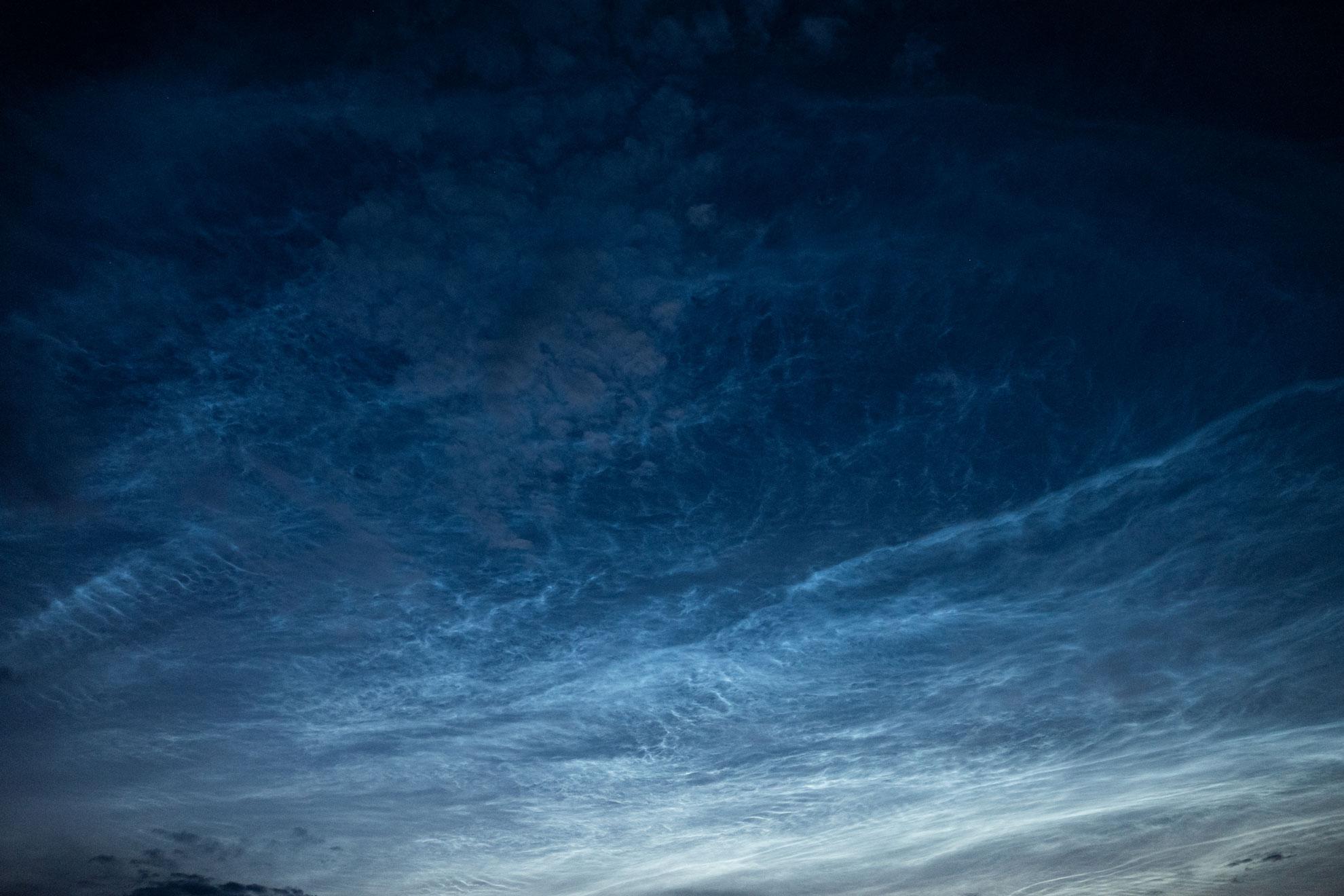 Leuchtende Nachwolken am 21. Juni 2019 über Sulzberg im Bregenzerwald